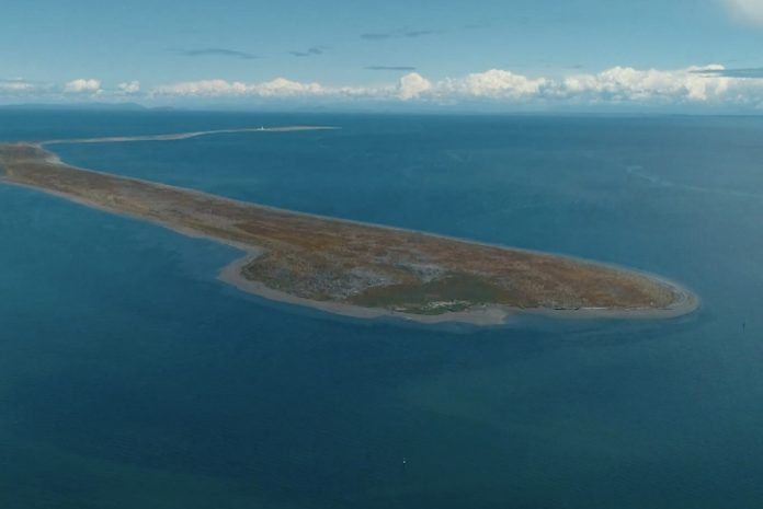 Dungeness Spit from above, with the New Dungeness Lighthouse in the distance.